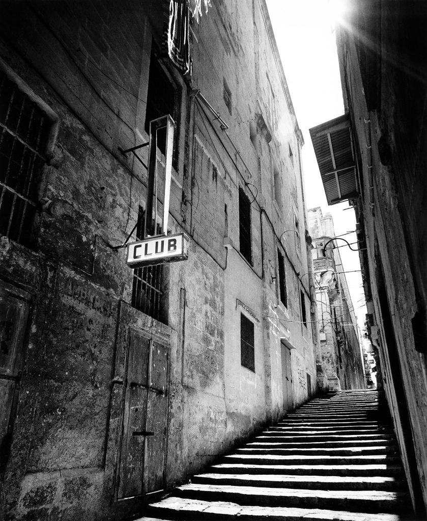 VVF106 - 138, Strait Street, April 2000. Selenium and gold toned chlorobromide silver gelatin print.
